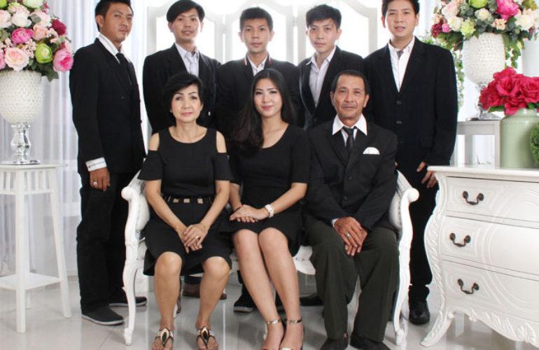 Studio Foto Terbaik Di Jogja: Foto Studio Keluarga Jakarta - MORPHOSA